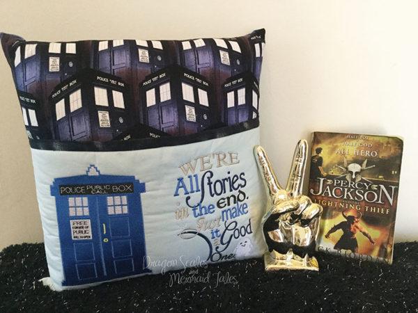 Doctor Dr Who Tardis Reading Cushion
