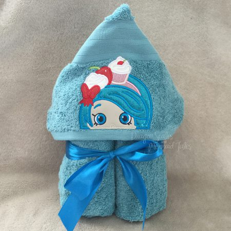 Shopkins Cupcake Girl Hooded Towel