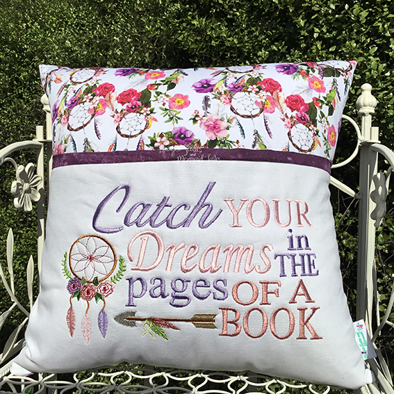 Catch your dreams reading cushion